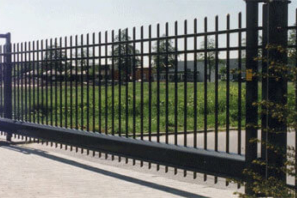 CANTILEVERED-SLIDING-GATE-1