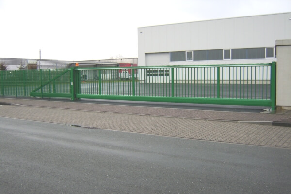 CANTILEVERED-SLIDING-GATE-2